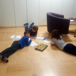 Foto_Kinder_schreiben_2_10-12-18.jpg