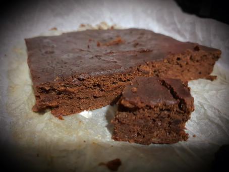 Brownie sin azúcar y sin cacao (apto BLW desde 6 meses)