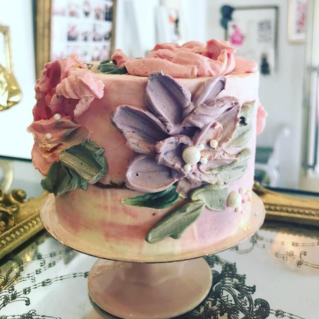 cream stile cake