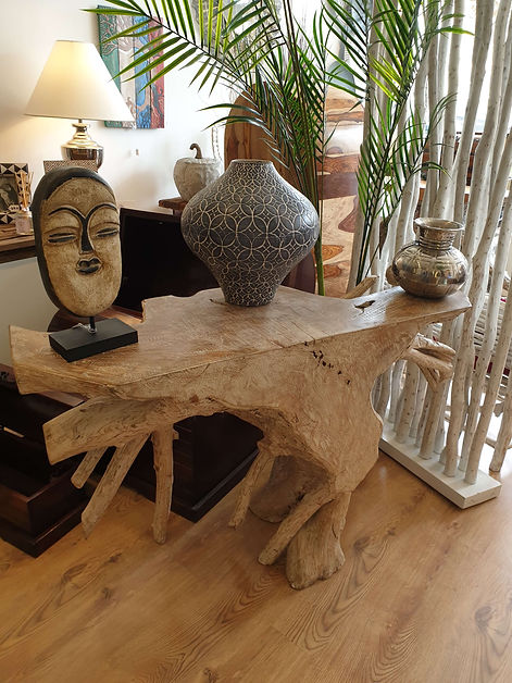 Teak console with accessories