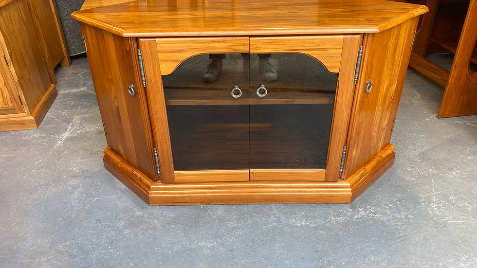 Russell's solid rimu corner entertainment unit!