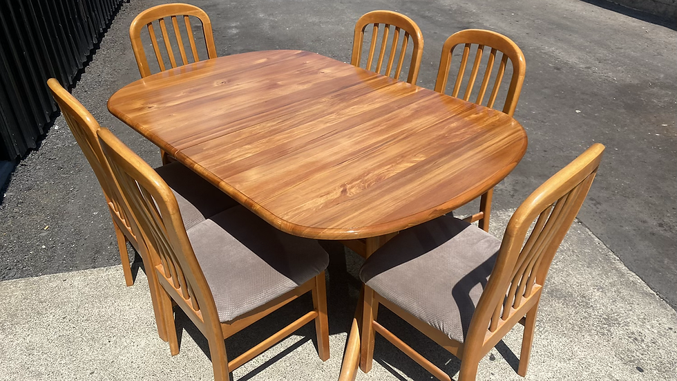 Rimu table top  7pcs extendable dining suite with Rubberwood Chairs