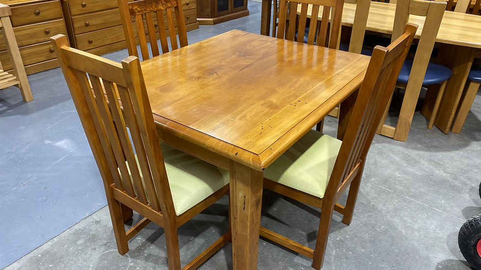 Woodpecker solid recycled rimu 5pcs dining suite!
