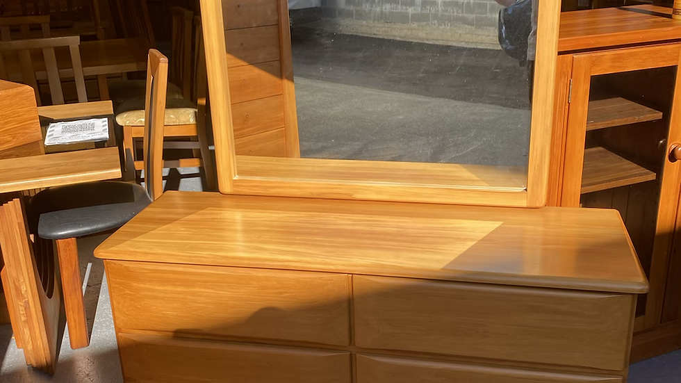 Permakraft solid rimu 6 drawer dresser!