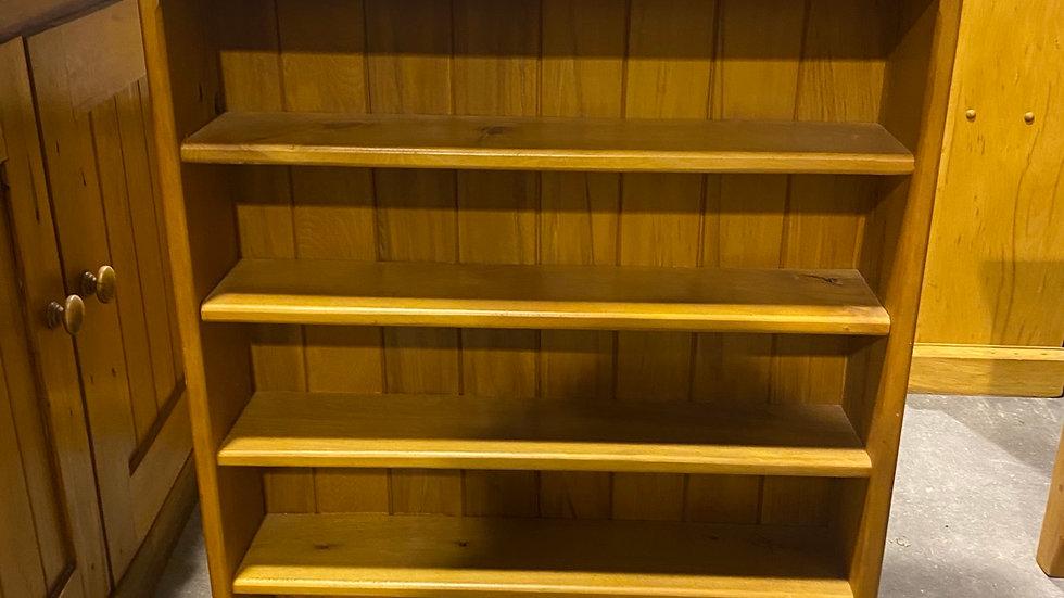 Solid rimu small bookcase/ display shelf!