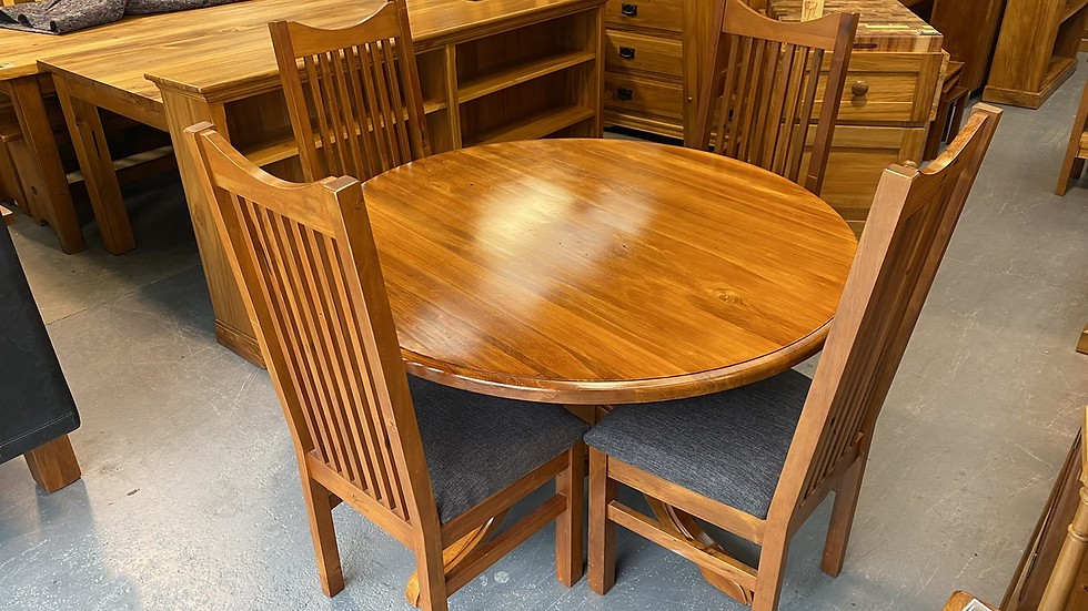 Woodpecker solid recycled rimu round 5pcs dining suite!
