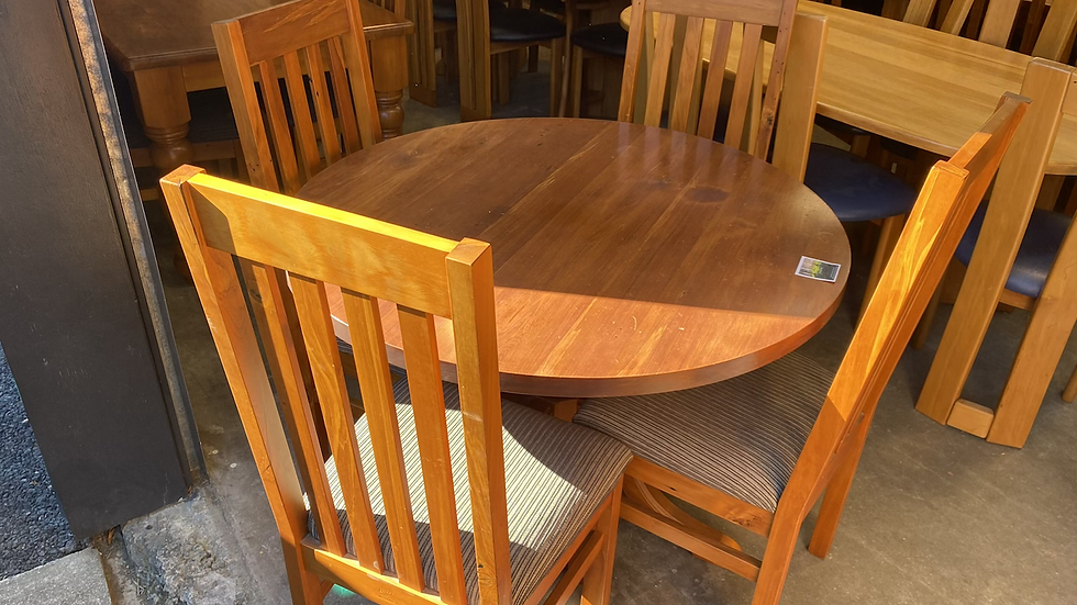 Woodpecker solid recycled rimu 5 pcs dining suite!