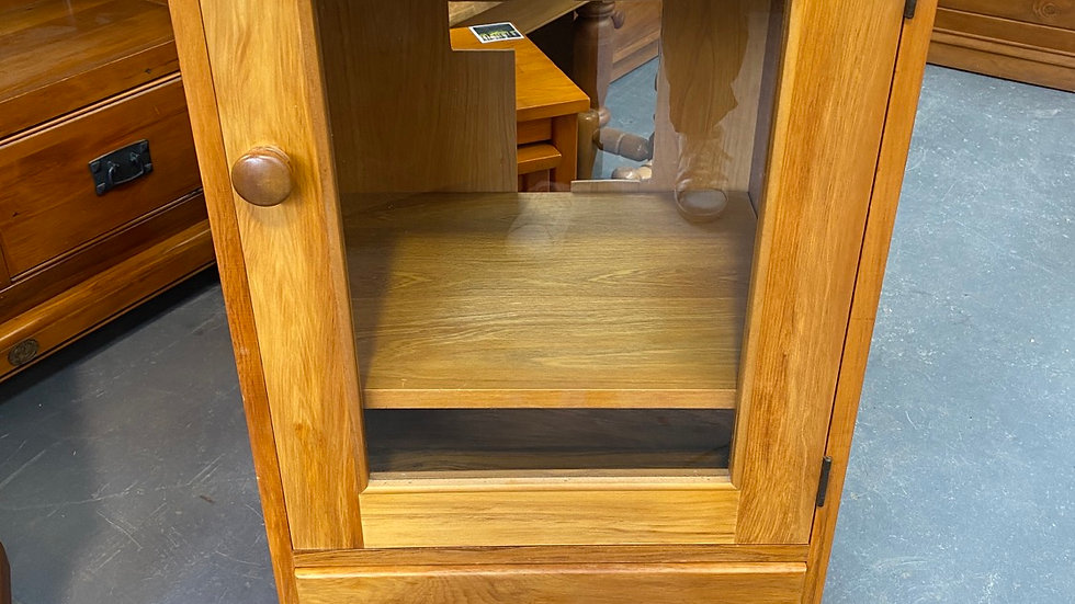 Town and country solid rimu stereo cabinet!
