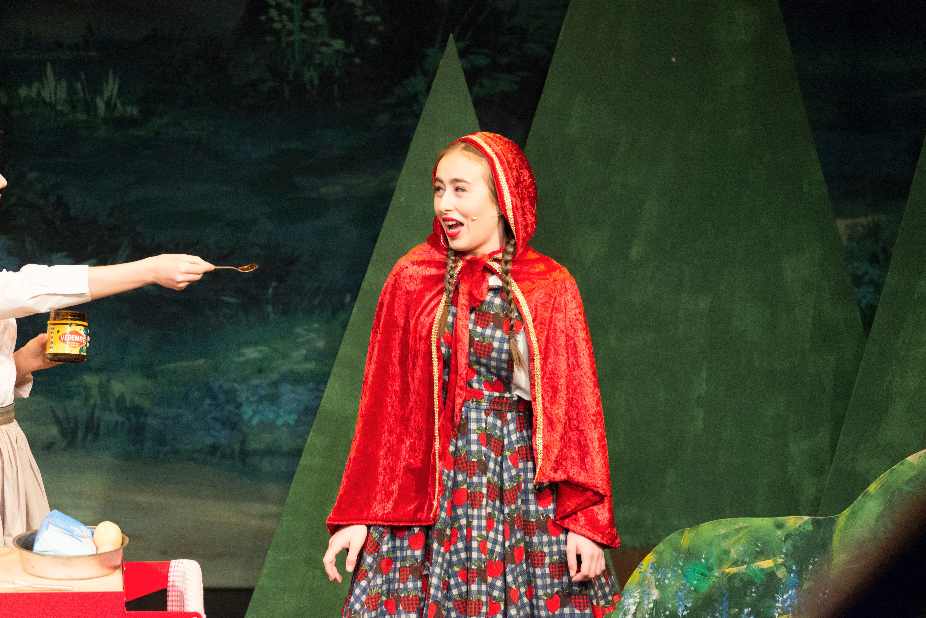 Isabella Mascia as Little Red