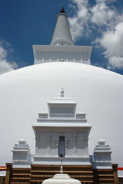 Ruwanweliseya. Anuradhapura. 140 BC.