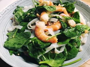 Salade asiatique aux crevettes et épinards