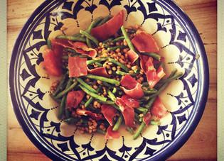 A emporter : Salade d'automne aux lentilles, haricots verts et chips de jambon cru