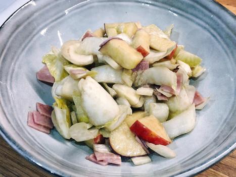 Salade légère d'endives au jambon, pomme et roquefort