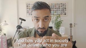 Waqas fra Outlandish trækker racisme kortet
