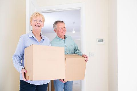 senior-couple-downsizing-in-retirement-c