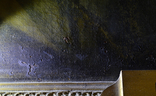 Cracks, lifting and paint losses