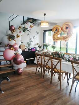 Arche organique et bouquet de ballons
