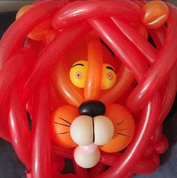 Sculpture de lion en ballon