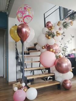 Arche organique ballons et fleurs