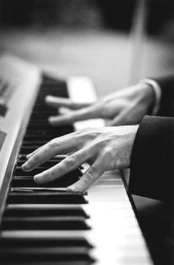 jo-piano2_klein.jpg