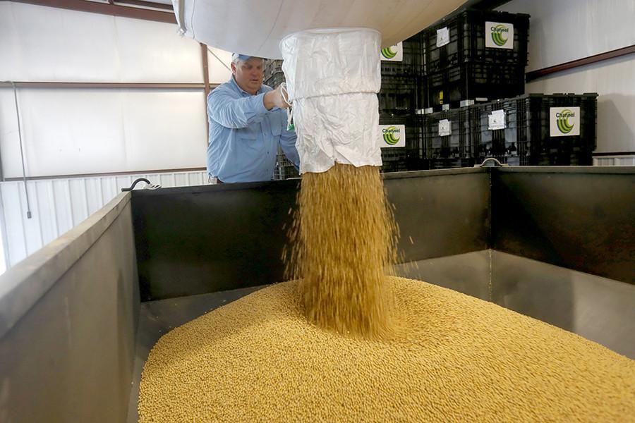 brazil soybean suppliers, brazil soybean producers, brazil soybean exporters, brazil soybean meal suppliers, brazil soybean meal producers, brazil soybean meal exporters, top suppliers of soybean, top exporters of soybean, top suppliers of soybean meal.