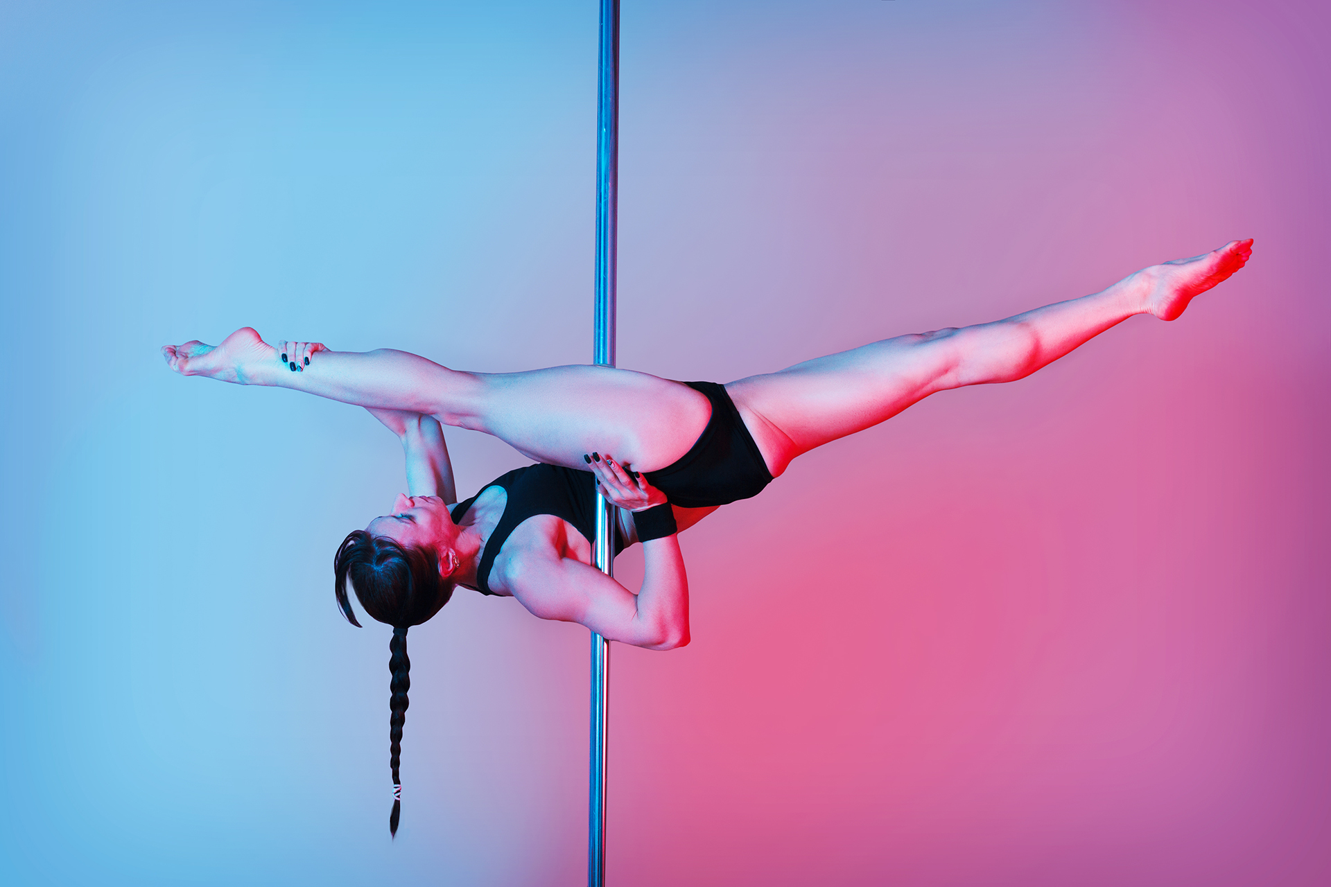 Pole Dancing Splits