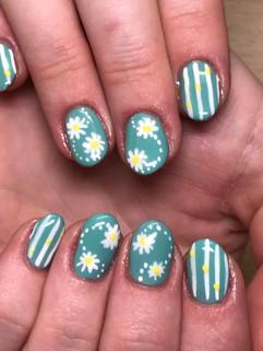 Natural Nails with Daisies