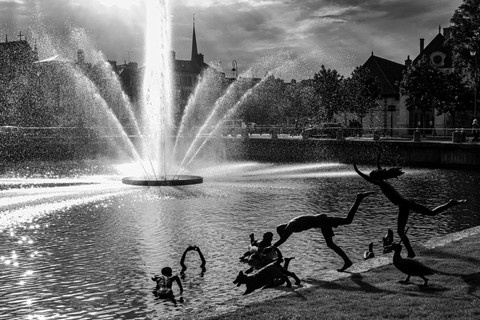 Fountain of contrast