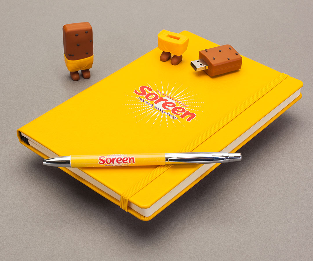creative-product-photography-notebook-and-pen