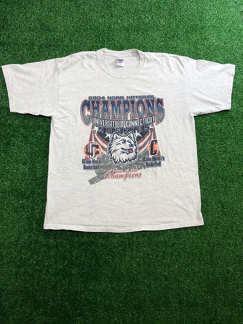 Vintage 2004 UConn Champion tee