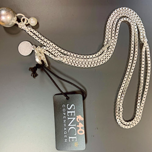 Box link necklace in silver with silver ball and pearl