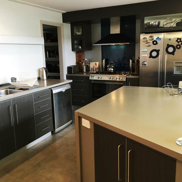 rivendell-winery-villas-kitchen.jpg