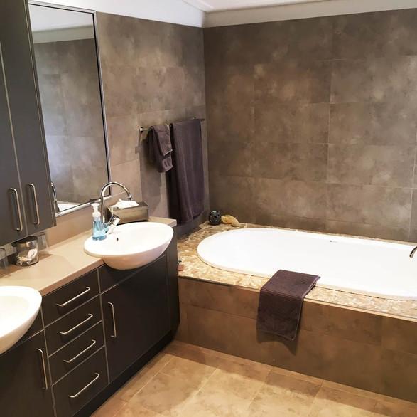 rivendell-winery-villas-bathroom.jpg