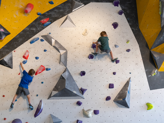WHY YOUR KIDS SHOULD TRY ROCK CLIMBING