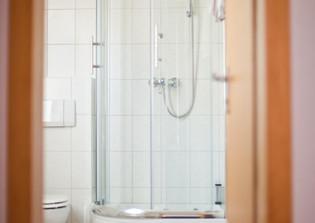 Bad mit großer Dusche