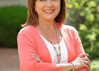 CBL's Rhonda Turner receives 35+ Years in Banking Award