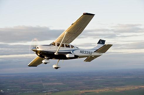 aircraft-3559912_1920.jpg