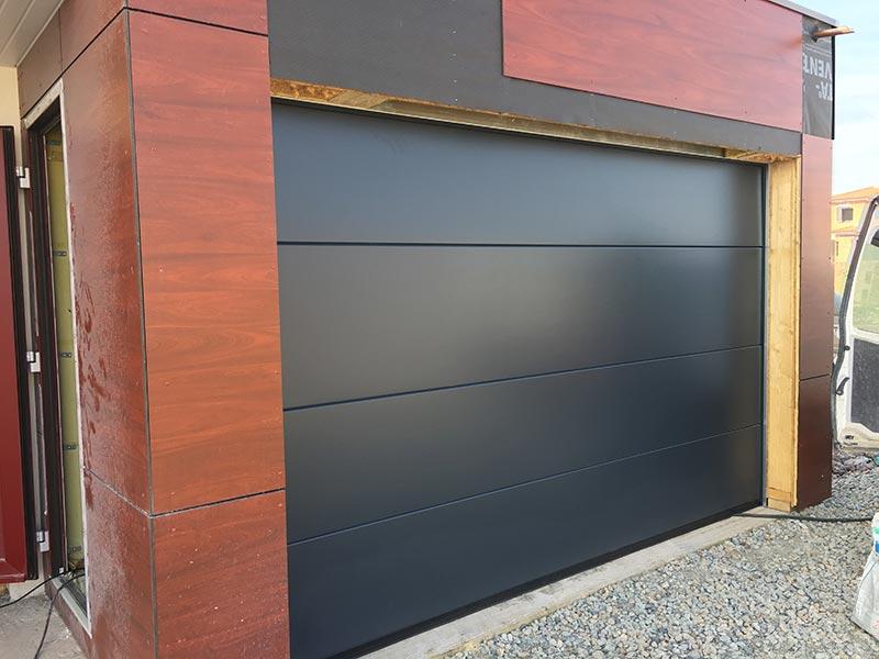 Porte-de-garage-sectionnelle-motorisée