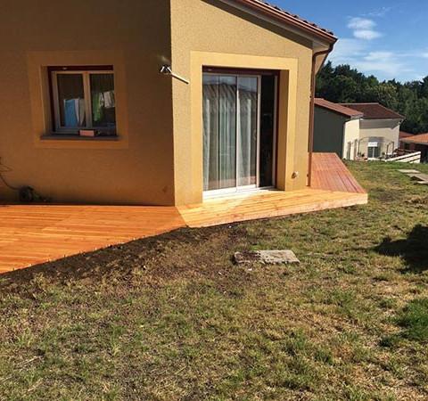 terrasse-bois-et-contour-maison-vitrifiés.jpg