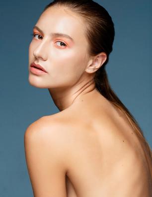 Bio: Singer & Model Juliana Wais (Italy)