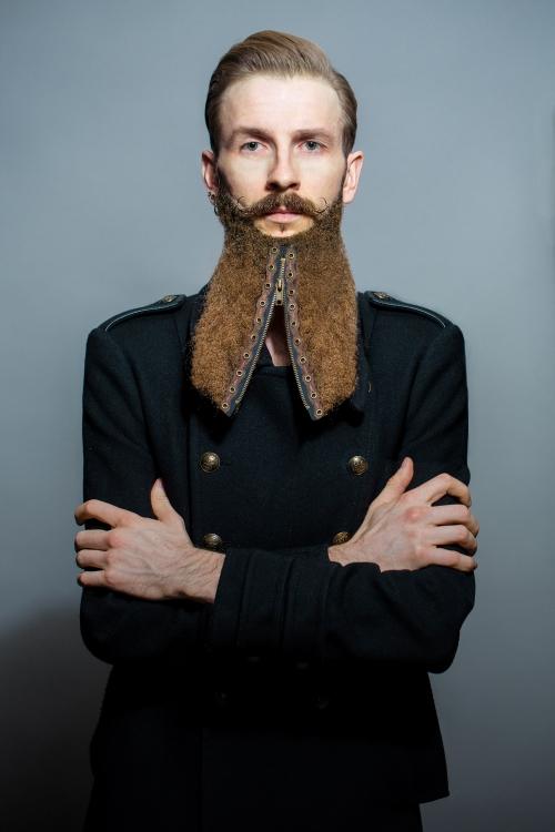 Modele Aymeric de la moustachiere