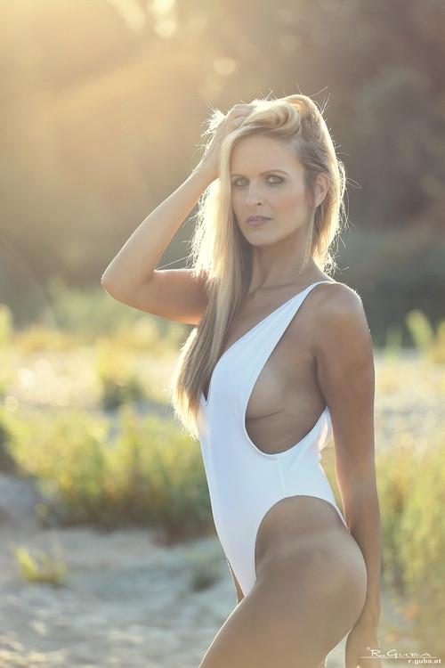 Eleonora Srugo  nackt
