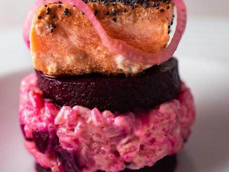Djoumiam: Aujourd'hui la chef Elise vous propose un Saumon grillé, risotto rouge aux betteraves