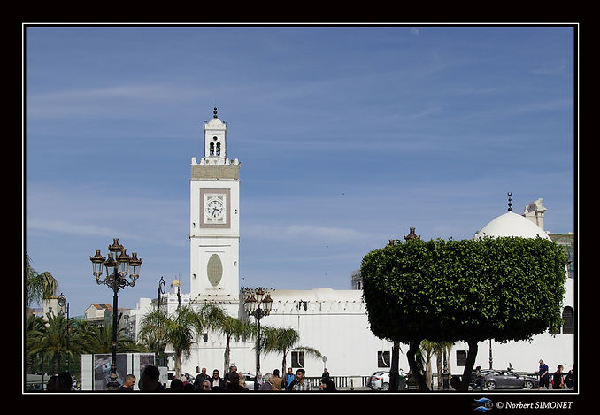 Mosquée_et_horloge.jpg