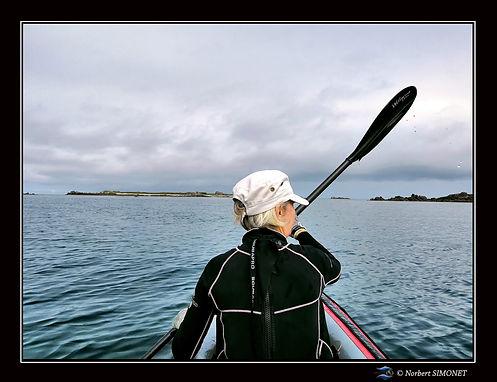 Kayack sous voile baie de Lilia - Cadre Paysage bis - Plouguerneau août 2021.jpg