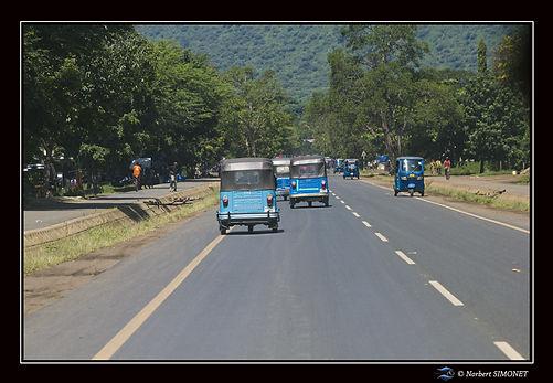 Tuk-Tuk sur la route d'Arusha - Cadre Pa