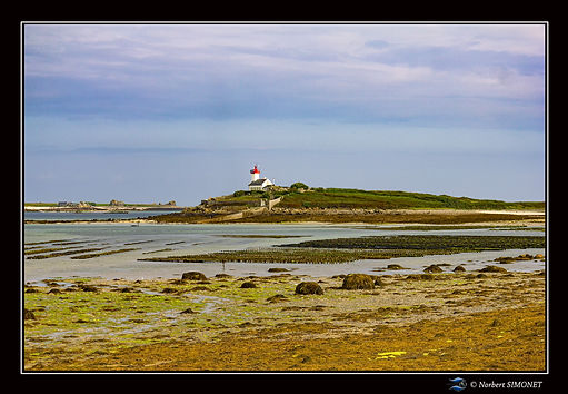 Phare de l'île Wrac'h - Cadre Paysage - Plouguerneau août 2021.jpg