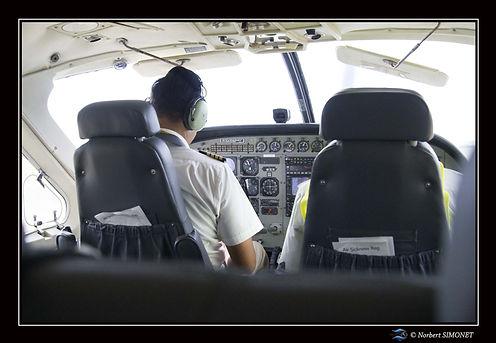 pilote avant décollage aérodrome Seroner