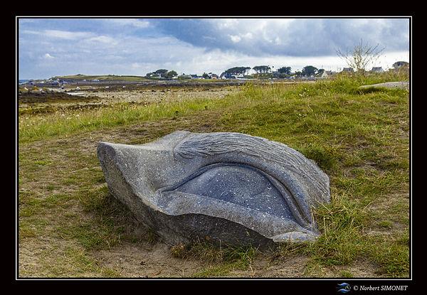 Sculpture en granit de George Rammel oeil du cyclope - Cadre Paysage - Plouguerneau août 2
