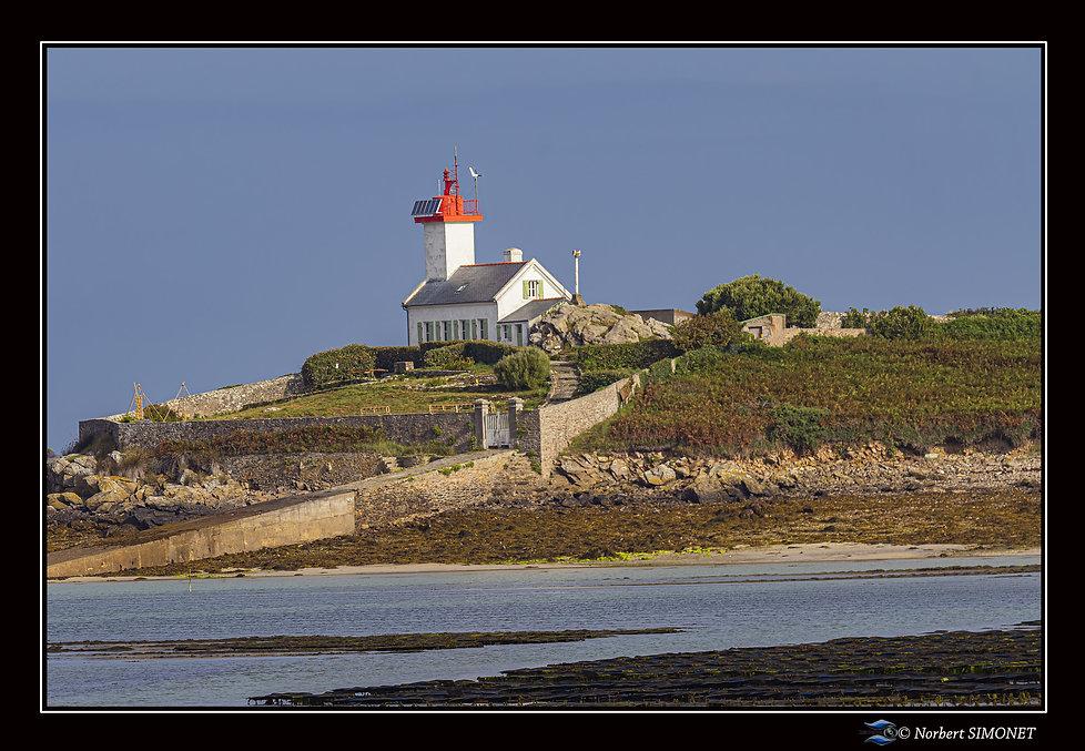 Phare de l'ile Wrac'h - Cadre Paysage - Plouguerneau août 2021.jpg